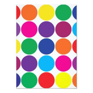 El arco iris colorido intrépido brillante circunda invitaciones personalizada