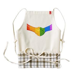 El arco iris da el delantal del corazón de la delantal zazzle HEART