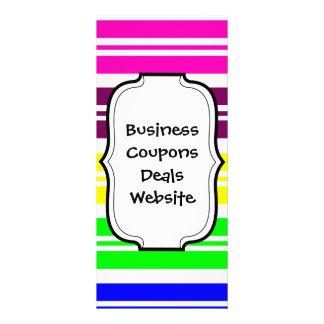 El arco iris de neón colorido raya el modelo tarjetas publicitarias