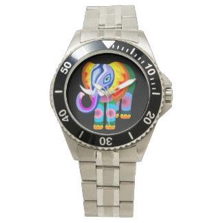 El arco iris del elefante colorea el reloj del