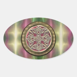 El arco iris enciende el nudo céltico de piedra pegatina ovalada