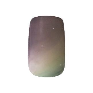 El arco iris ligero y oscuro enciende la nebulosa arte para uñas