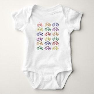 El arco iris monta en bicicleta el mono del bebé playeras