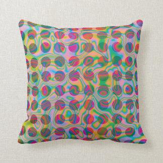 El arco iris psicodélico mancha el modelo almohadas