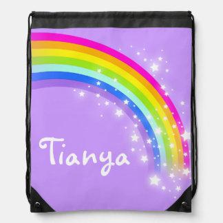 El arco iris púrpura conocido protagoniza el bolso mochila