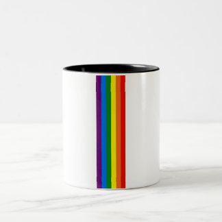 El arco iris raya la ayuda del orgullo gay LGBT Taza De Dos Tonos