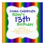 El arco iris raya los regalos coloridos de la invitación 13,3 cm x 13,3cm