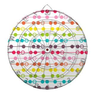 El arco iris retro circunda el modelo