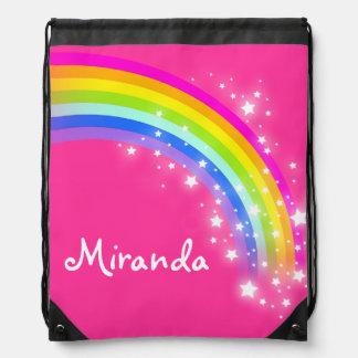 El arco iris rosado conocido protagoniza el bolso  mochila