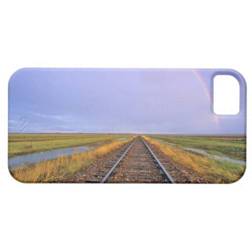 El arco iris sobre pistas de ferrocarril acerca a iPhone 5 funda
