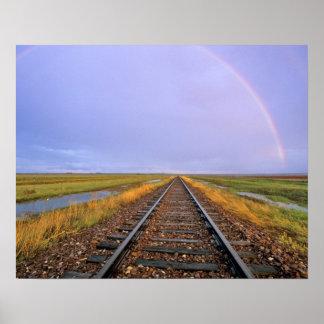El arco iris sobre pistas de ferrocarril acerca a  posters