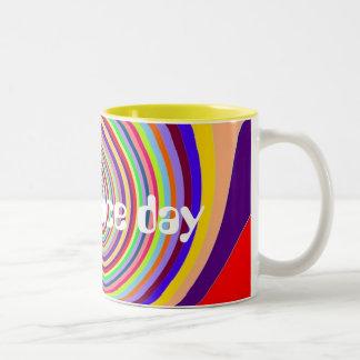 El arco iris tiene un remolino psicodélico del taza de dos tonos