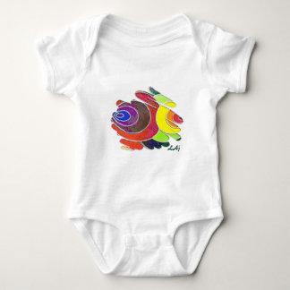 El arco iris tuerce en espiral mono del bebé playera