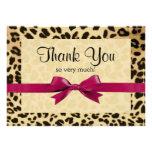 El arco rosado brillante del estampado leopardo le comunicado