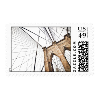 El arco temático, una rejilla de los cables del sellos