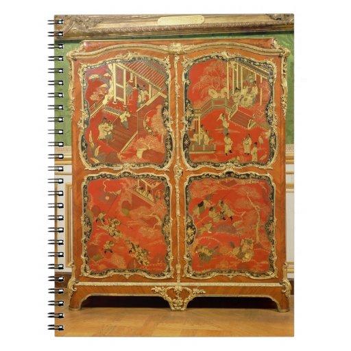 El Armoire con la laca roja del Chinoiserie cuatro Spiral Notebook