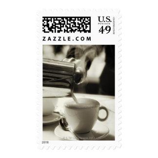 El arte de la fabricación fresca/adición del café franqueo