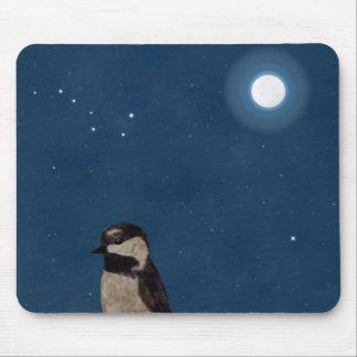 El arte del pájaro, en la noche con la luna, cazo alfombrilla de ratón