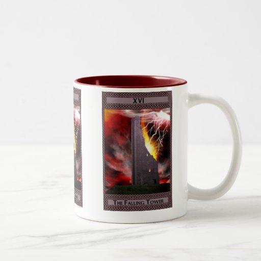 El arte descendente de la carta de tarot de la tor tazas de café