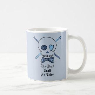 El arte muerto ningunos cuentos (fondo azul) tazas