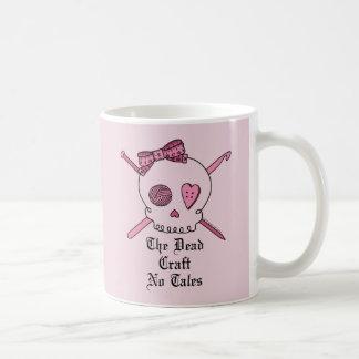 El arte muerto ningunos cuentos (fondo rosado) tazas