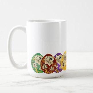 El arte popular ruso adornó los huevos taza
