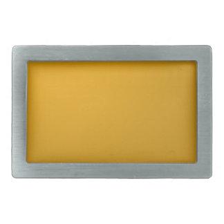 El artista creó el sábalo de oro del fondo de la hebilla de cinturon rectangular
