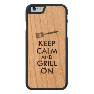 El asado a la parilla guarda calma y la parrilla funda de iPhone 6 carved® slim de cerezo