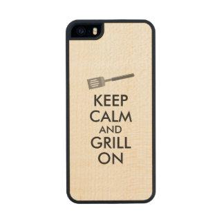 El asado a la parilla guarda calma y la parrilla funda de madera para iPhone 5