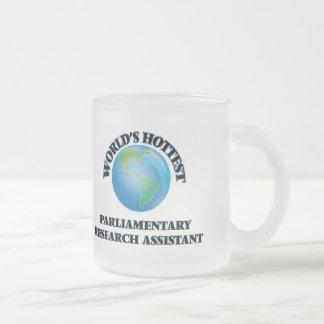 El asistente de la investigación parlamentario más tazas de café