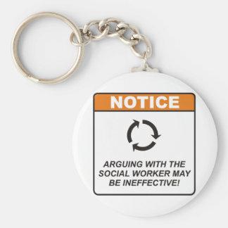 El asistente social discute llavero personalizado