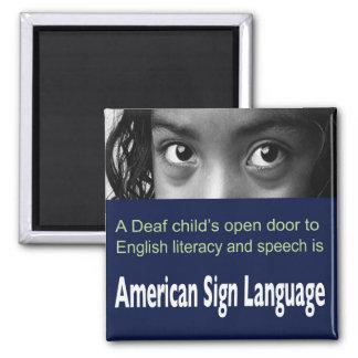 El ASL ayuda al niño sordo a aprender la Imán Cuadrado