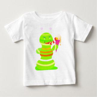 El astronauta come la camiseta del niño del helado