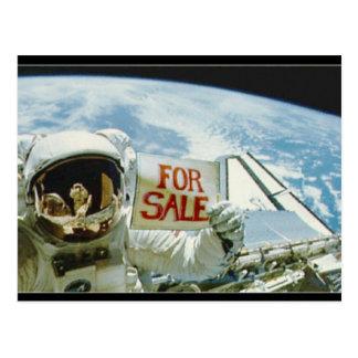 El astronauta vende la tierra tarjetas postales