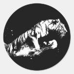 El atacar del tigre pegatinas redondas