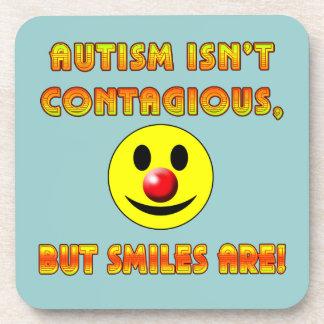 El autismo no es contagioso pero las sonrisas son posavasos de bebidas