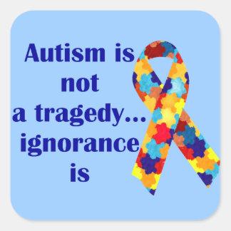 El autismo no es una tragedia, ignorancia es calcomanía cuadradas personalizada