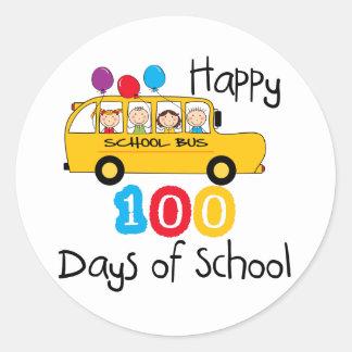 El autobús escolar celebra 100 días pegatina redonda