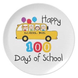 El autobús escolar celebra 100 días plato para fiesta
