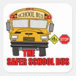 El autobús escolar más seguro calcomanía cuadradase