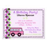 El autobús escolar rueda rosa invitación 12,7 x 17,8 cm