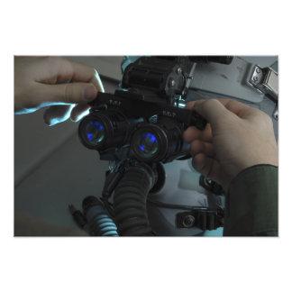 El aviador ajusta el eyespan fotografías