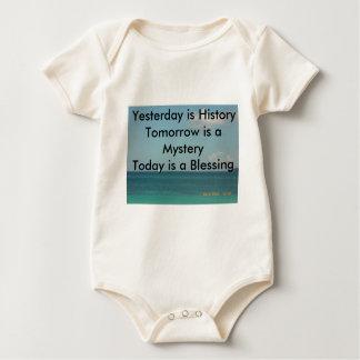 El ayer es historia body de bebé