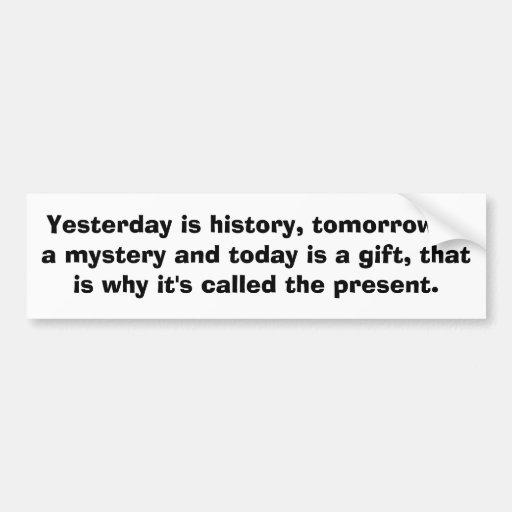 El ayer es historia, es mañana un misterio y… pegatina de parachoque