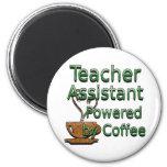 El ayudante del profesor accionado por el café iman de frigorífico