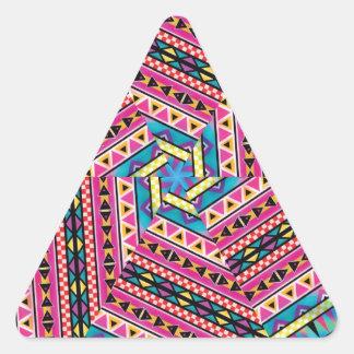 El Azteca del caleidoscopio inspiró el modelo Pegatina Triangular