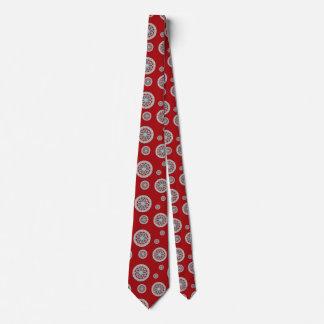 El Azteca resuelve la corbata de los hombres