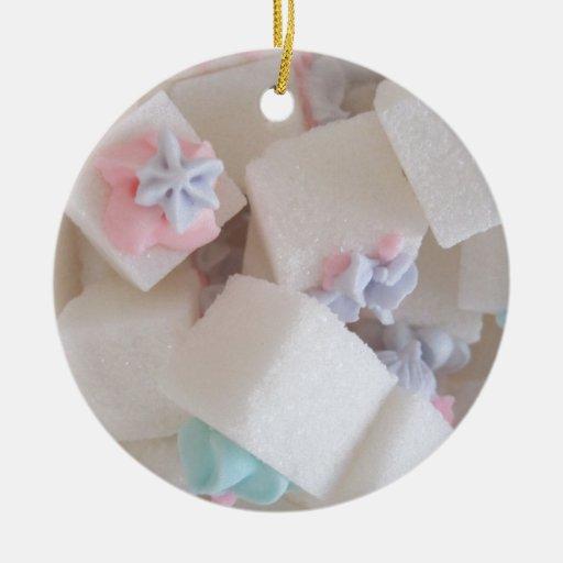 El azúcar adornado cubica alrededor del ornamento ornamento para arbol de navidad