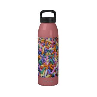 El azúcar asperja botella de agua reutilizable