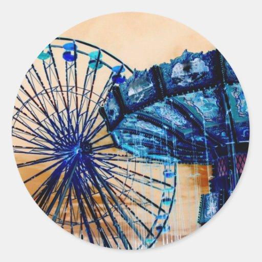 El azul amarillo que la noria invertida balancea pegatinas redondas
